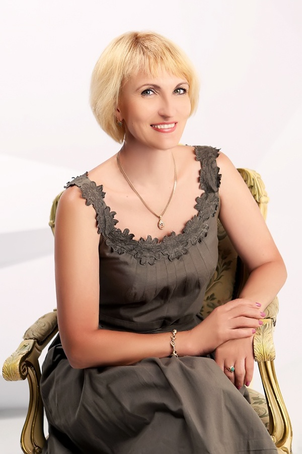 Russian Brides & Girls - Online Russian Dating Services